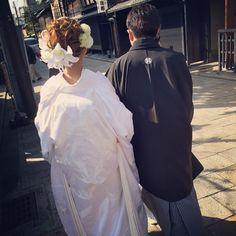 今や和装の定番となった《白無垢 × 洋髪》** 沢尻エリカさんの結婚式から6年たった今でも、彼女のスタイルを参考にする花嫁さんが多いようです。洋髪であれば、アレンジの仕方も髪飾りのバリエーションも豊富なので、可能性は無限大∞ 今回は、Instagram の先輩花嫁さんたちの素敵な髪型をチェックしてみましょう。