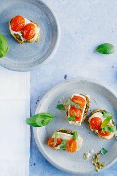 Crostini - eine leckere italienische Vorspeise, einfach und schnell gemacht! http://spoonandkey.blogspot.de/2016/05/crostini-rezept-vorspeise.html