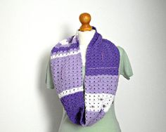 lilac loop scarf with perles crocheted in white and violet cotton for women