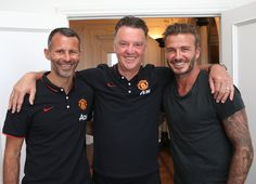 David Beckham catches up with old friend Ryan Giggs and manager Louis van Gaal during the Reds' pre-season tour of the USA in Fifa Football, Football Love, World Football, Roi Mohamed 6, Official Manchester United Website, Man Utd News, Match Highlights, Manchester United Football, The Right Man