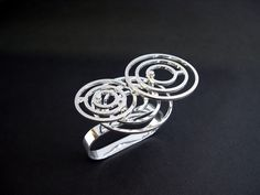 water ripple double finger ring sterling silver kinetic jewellery. Jinmi Lin