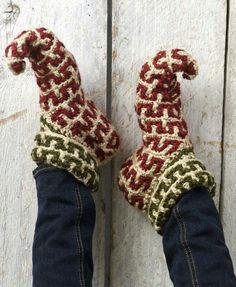 gehaakte narren of elfen sloffen/sokken Crochet Elf Slippers Pattern. I finally found the pattern :) Free crochet pattern. Yarn Projects, Knitting Projects, Crochet Projects, Knitting Patterns, Crochet Patterns, Loom Knitting, Crochet Gratis, Crochet Slippers, Free Crochet