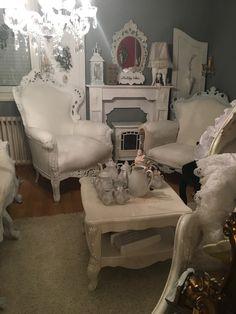 Romantic Cottage, Cottage Chic, Cottage Style, Shabby Chic Bedrooms, Shabby Chic Decor, Cottage Living Rooms, Living Room Decor, Mundo Ideal, Shabby Look