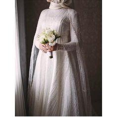 Görüntünün olası içeriği: bir veya daha fazla kişi Kebaya Wedding, Muslimah Wedding Dress, Hijab Wedding Dresses, Hijab Bride, Bridal Dresses, Wedding Gowns, Party Gown Dress, Party Gowns, Muslim Women Fashion