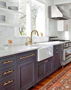 Stunning Black White Wood Kitchen Decor Ideas - Schöner wohnen - Home Kitchen Cabinets Decor, Kitchen Cabinet Colors, Home Decor Kitchen, Kitchen Interior, Home Kitchens, Cabinet Decor, Cabinet Makeover, Cabinet Ideas, Luxury Kitchens