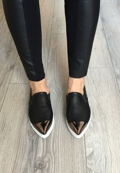 RELAX BLACK, black pointed toe sneakers / Flats / Flat Shoes / Loafers