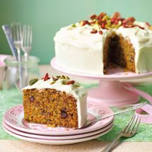 A popular carrot cake recipe, moist and flavourful with grated carrots and topped with a delicious cream cheese icing. Baking Recipes, Cake Recipes, Kiwi Recipes, Baked Carrots, Lemon Drizzle Cake, Cake Mixture, Vegetarian Cake, Pineapple Cake, Cinnamon Cream Cheeses