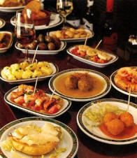 We love to go out and have dinner in Ibiza, and one of our favorite is a tapas bar. But you can make your own tapas. So here is your recipe for Spanish tapas, and don't forget to add your own style and flavor to it. Spanish Cuisine, Spanish Dishes, Spanish Food, Spanish Recipes, Spanish Party, Antipasto, Great Recipes, Favorite Recipes, Easy Recipes