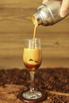 Iced coffee: 5 recipes for cold coffee - Trend Healthy Cocktail Recipes 2019 Healthy Cocktails, Fun Cocktails, Fun Drinks, Cold Drinks, Cocktail Recipes, Alcoholic Drinks, Coffee Art, Iced Coffee, Café Starbucks