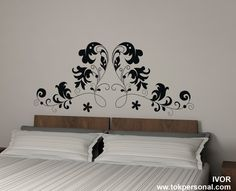 Vinilo decorativo para encima del cabecero de la cama. Disponible en cualquier medida y color. Solicita información en info@tokpersonal.com y pueds ver más modelos en www.tokpersonal.com