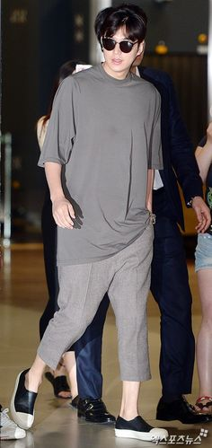 #KOREA News |  @ 7:06 hours |  [http://entertain.naver.com/read?oid=311&aid=0000635766&lfrom=twitter]  |    | #ActorLeeMinHo #LeeMinHo | #이민호 | #李敏鎬 | ARRIVAL at Incheon #Airport | #Airport #Fashion #Style  | AFTER #KCON16LA | Period: 29-31 July 2016      이민호 '편안한 패션으로도 빛나는 비율'[포토] :: 네이버 TV연예
