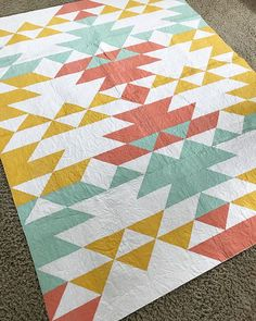 Don't you love this quilt made by 🤩 This is only her second quilt and I'm so impressed with her beautiful piecing. Today I'm… Diy Quilting Patterns, Modern Quilt Patterns, Quilting Projects, Quilting Designs, Sewing Projects, Southwestern Quilts, Geometric Quilt, Cute Quilts, Barn Quilts
