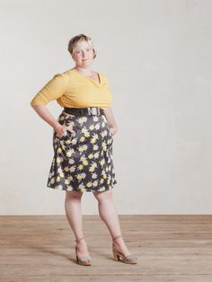 Queens Dress in Yellow and Black Floral
