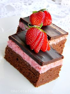 Discovered by Trang Lê. Find images and videos on We Heart It - the app to get lost in what you love. Romanian Desserts, Romanian Food, Sweets Recipes, Cookie Recipes, Strawberry Layer Cakes, Sweets Cake, Something Sweet, Mini Cakes, Easy Cooking