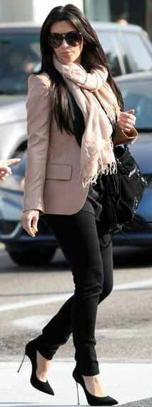 Kim Kardashian Photos Photos - Stylish divorce Kim Kardashian does what she does best as the reality star shopped in Beverly Hills, California on January - Kim Kardashian Shops The Afternoon Away Look Kim Kardashian, Kardashian Photos, Kardashian Fashion, Kim K Style, Her Style, Trendy Style, Simple Style, Rihanna, Beyonce