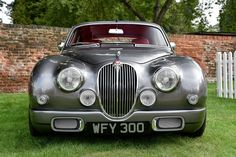 Throughout the early stages of the Jaguar XK-E, the lorry was supposedly planned to be marketed as a grand tourer. Changes were made and now, the Jaguar … British Sports Cars, Classic Sports Cars, Best Classic Cars, Lamborghini, Ferrari, Jaguar Type E, Jaguar Cars, Porsche, Jaguar Daimler