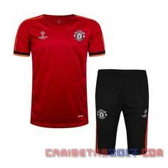 Este es un nueva conjunto de ropa de entrenamiento del Manchester United La camiseta es combina con camiseta roja detalles en naranja Los pantalones son de color negro La colorido y llamativo Camisetas baratas del futbol en linea Camisetas de los hombre,...