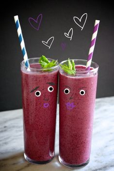 Cool down with an avocado superfood smoothie from Shutterbean. Healthy Work Snacks, Healthy Juices, Healthy Smoothies, Smoothie Recipes, Avocado Smoothie, Juice Smoothie, Superfood Powder, Western Food, Frozen Blueberries