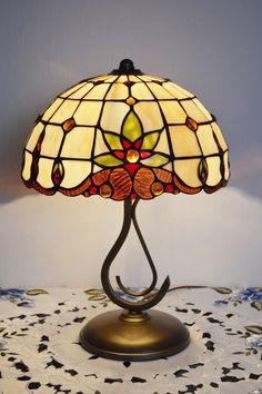 http://vitraze-osvetleni.cz/stoln%C3%AD-lampy-tiffany/359-stolni-lampa-tiffany-bm-30.html