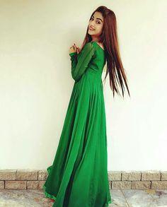 Beautiful Kinza Hashmi in Deep Long Green Frock! Cute Girl Image, Cute Girl Pic, Pakistani Dresses, Indian Dresses, Kinza Hashmi, Beautiful Women Videos, Pakistani Actress, Girls Dpz, Girl Poses