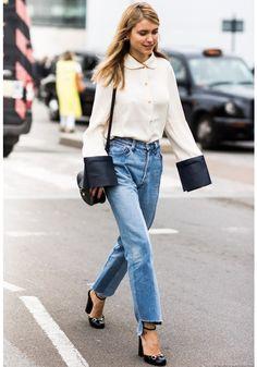 Ideias para usar a calça jeans que foi febre nos anos 1990 e voltou com tudo à moda