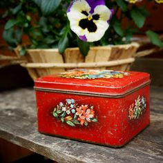 Old Dutch biscuit tin