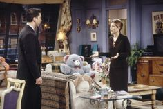 Friends Reunion or Not, Jennifer Aniston's Chic Style Is Worth Throwing Back To Friends Season 3, Friends Episodes, Friends Tv Show, The Cast Of Friends, Jennifer Aniston Friends, All Black Suit, New York City Apartment, Rachel Green, Friends Fashion