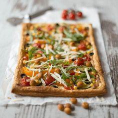 Plötzlich Besuch? Serviert blitzschnell eine mediterrane Blätterteig-Pizza mit knusprigen Saltletts LaugenKugeln!