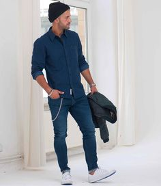 Influencer | Style Icon sur Instagram : LEE JEANS* Studio shoot for @leejeanseurope x @zalando_official Check it out on www.zalando.de (news & style ) ________ #kostawilliams #leejeanseurope #zalando