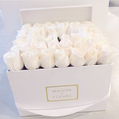"""Who else wants a box of roses for valentines?  #valentines #maisondesfleurs #inspo #beautiful #boxofroses @maisondesfleurs_ae"""