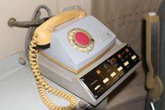 Телефон в командном пункте, единственная связь с внешним миром.