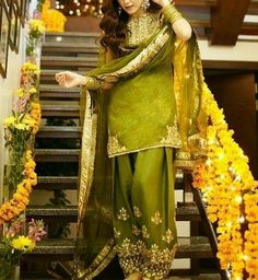 Pakistani Mehndi Dress, Bridal Mehndi Dresses, Beautiful Pakistani Dresses, Pakistani Fashion Party Wear, Pakistani Wedding Outfits, Pakistani Dresses Casual, Wedding Dresses For Girls, Pakistani Dress Design, Mehendi
