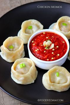 Chicken momos is a tasty appetizer made with minced chicken,steamed and then served with red chutney.i have added cheese to make it more tastier. Chicken Pieces Recipes, Chicken Snacks, Chicken Momo Recipe, Methi Chicken, Veg Momos, Momos Recipe, Wedding Food Menu, Fish And Meat, Vegetarian Lunch
