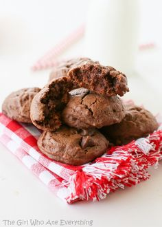 Brownie Batter Cookies - make sure you slightly underbake them to get extra soft, fudgy centers! Recipe by The Girl Who Ate Everything