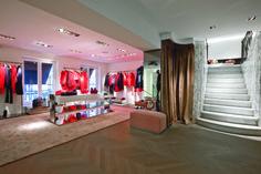 400 rue Saint-Honoré, 75001 Paris - France #tarajarmon #store #merchandising #france #paris