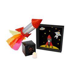 Caja BeeBox Astronomía.🌝  Cada caja de BeeBox incluye 3 o 4 manualidades con los materiales y el instructivo para desarrollar los proyectos, actividades que vas a encontrar en esta caja: Una aventura por el espacio, Haz tu propio cohete, Frijoles en bolsa, Arma y descubre las constelaciones, Tu espacio sideral. Caja pintada.