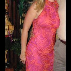 🌺🎉FLASH SALE🎉Perfect dress🌺 Express dress  Beautiful dress. Zipper on side. Ties at neck. Flowy and light. Orange and fuscia pink. Rampage Dresses Midi