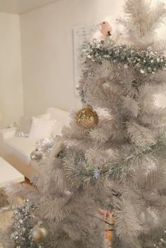 Coconut White: White christmas tree