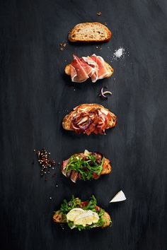 Open Faced Sandwich with Brie, Prosciutto, Caramelized Onion, & Arugula the art of cheese Food Design, App Design, Bruschetta, Open Faced Sandwich, Little Lunch, Cooking Recipes, Healthy Recipes, Healthy Fats, Snacks Für Party