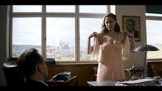 Měla se svléknout, ale nakonec stačilo pod košilkou sundat kalhotky. Kristýna Boková se představí jako sexysekretářka Sexy