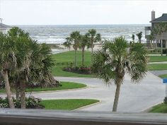 Awesome Gulf View and Beach Access, Inviting 3/2 with Elevator
