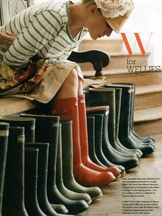 Wellies - quintessentially British, but be warned there are no companies still making wellington boots in the UK. Please note that Hunter Boots (Hunter wellies, Hunter wellingtons) are NOT made in the UK. They used to be made in Scotland, but not anymore. Red Hunter, Red Boots, Red Wellies, Orange Boots, Hunter Rain Boots, Wellington Boot, Hunter Wellington, Look Fashion, Fall Fashion