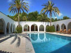 - We welcome you to our delightful villas, located in the gorgeous island of Ibiza! Take a look at those wonderful house for sale in EIBYS Luxury&Dreams.  - Le damos la bienvenida a nuestras encantadoras villas, !Localizadas en la increible isla de Ibiza! Echa un vistazo a estas impresionantes villas a la venta en EIBYS Luxury&Dreams.   #ibiza #ibizavip #ibiza2015 #luxuryvillas #luxuryibiza #luxurylive #luxury #like #realestate #inmobiliaria #villas…