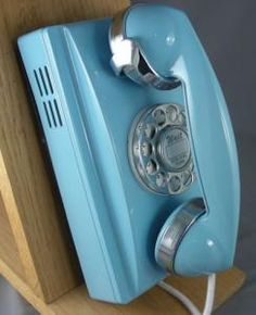 Baby Blue, Vintage rotary phone.. I want this!!!