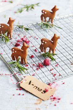 Gesunde Lebkuchen-Weihnachtsdessert im Glas Christmas Sweets, Christmas Ornaments, Gingerbread Cookies, Sweet Treats, Seasons, Holiday Decor, Diy, Food, Bambi