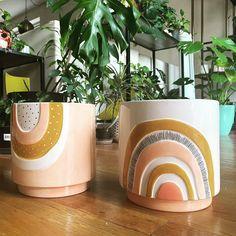 Plant Pots, Potted Plants, Diy Crafts Hacks, Diys, Pottery Place, Plant Projects, Painted Vases, Ceramic Pots, Diy Planters