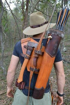 Need to make one- great idea for a bow quiver. Need to make one- great idea for a bow quiver.,Wants Need to make one- great idea for a bow quiver. Related posts:Slingshots for Survival:. Camping Survival, Outdoor Survival, Survival Gear, Survival Skills, Wilderness Survival, Survival Prepping, Bushcraft Camping, Crea Cuir, Bow Quiver