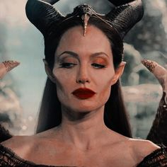 Angelina Jolie, Disney Icons, Cartoon Profile Pictures, Twitter Icon, Disney Aesthetic, Iconic Characters, Film Serie, The Villain, Disney Villains