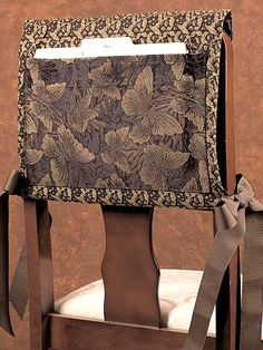 Sewing - Dining Room - Task Chair Back Cover (For homeschooling -- but with much cooler fabric, obviously). Chair Back Covers, Chair Backs, Sewing Patterns Free, Free Sewing, Sewing Designs, Chair Pockets, Sewing Caddy, Diy Sewing Projects, Sewing Ideas