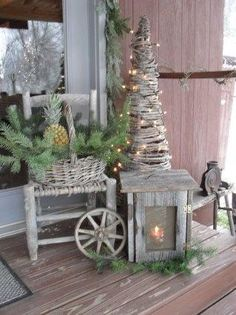 I love how there are so many different moods in decorating for Christmas. Maybe it's all in my head but I feel like there's the more rich, bright, and colorful side and then the more simple, natural, wintery side and then I just love vintage-looking Christmas themes.